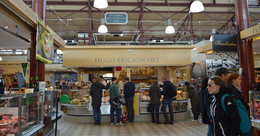 One of the many excellent vendors in the food hall | © claes krantz / Flickr