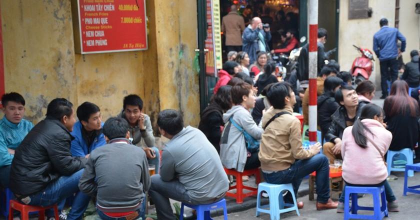 Cheap beer in Hanoi | © Paul Arps / Flickr