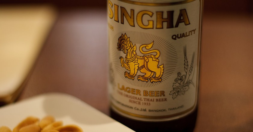 Singha beer and peanuts