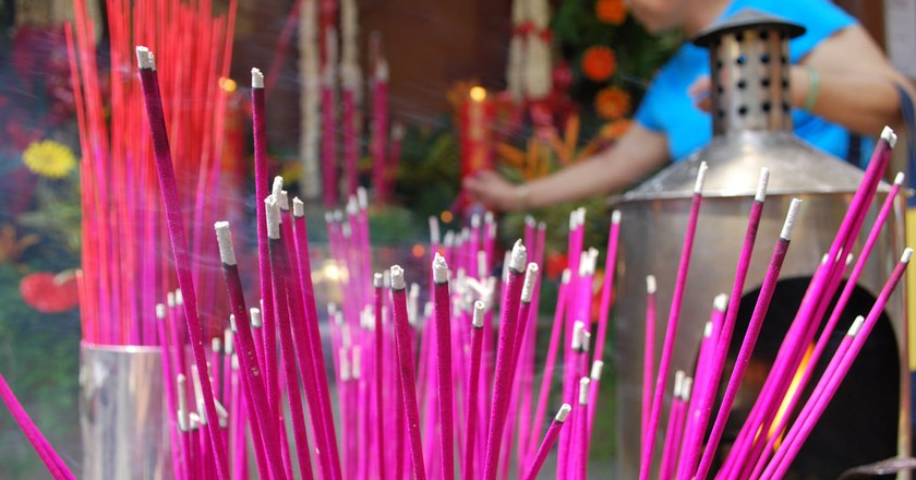Incense burning at a shrine | © Trishhhh / Flick