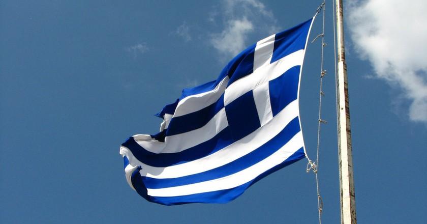 Greek flag | © fdecomite / Flickr