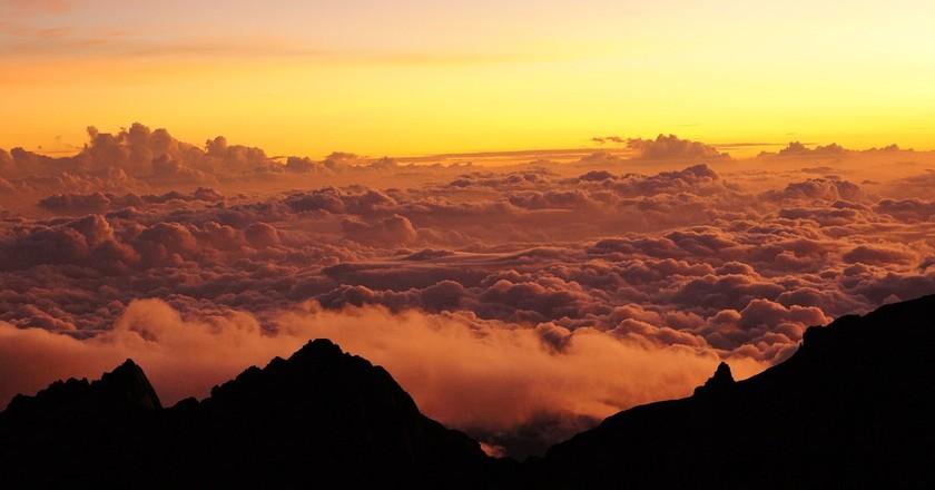 Sea of clouds from the peak of Mount Kinabalu | © TarasK/Pixabay