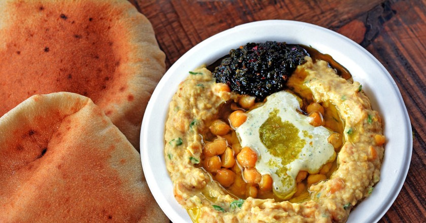 Hummus with chickpeas and tehini