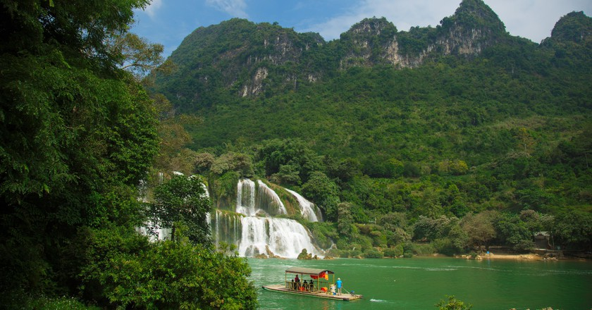 Ban Gioc is one of the most impressive natural sights in Vietnam | © AnhTuan Le/ Flickr