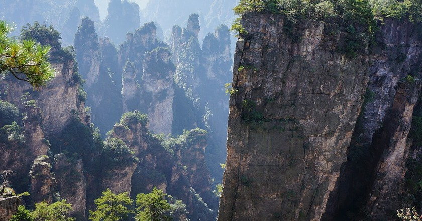 China Builds Convenience Store On A Cliffside 100 Metres Above Ground