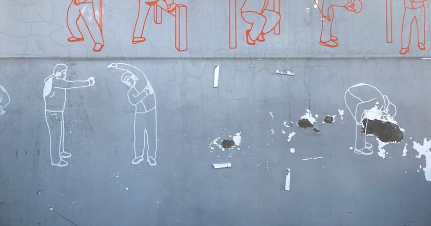 On the wall of a Yangmeizhu Xiejie building   © Yufan Lu