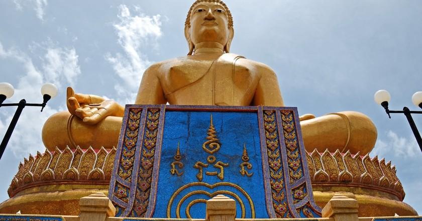 Large Buddha statue in Singburi | © dreamloveyou / Shutterstock