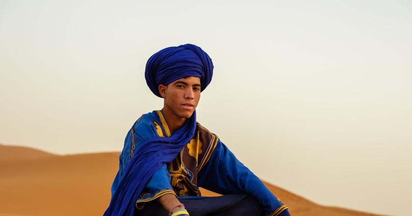 Berber sιττινγ on the dunes of the Sahara Desert