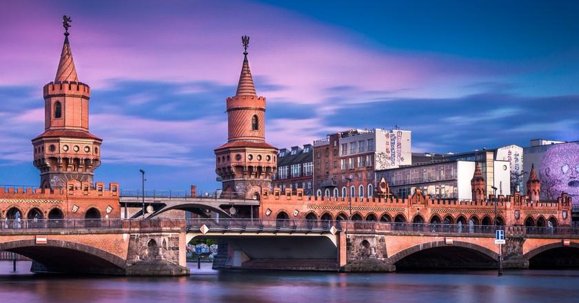 Oberbaumbrücke Berlin is an iconic Kreuzberg sight | © Thomas/ Flickr
