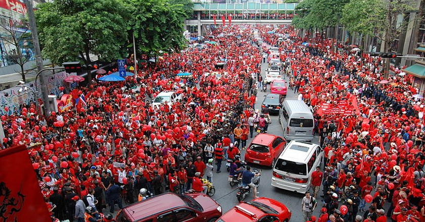 Red shirts |