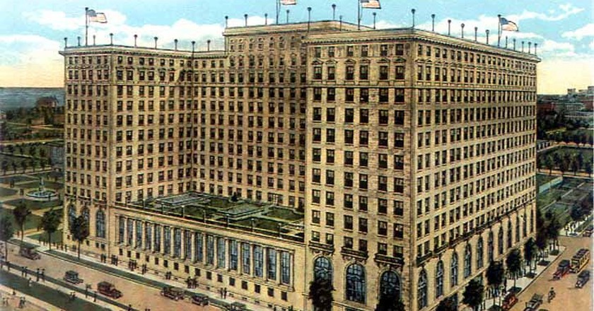 A postcard image of The Drake Hotel from 1920 in Chicago's Gold Coast.