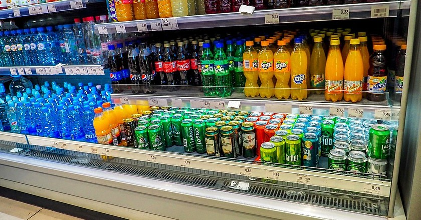 Soft drinks stand at the supermarket | © antonio / WikiCommons