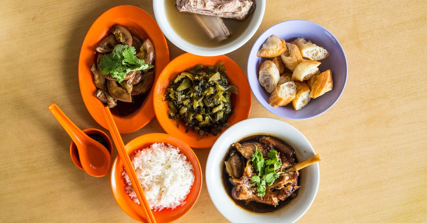 You can usually find side dishes like innards, preserved vegetables, fried dough fritters and pork trotters at a typical bak kut teh stall