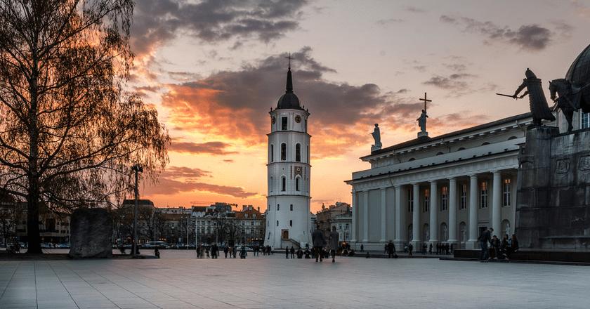 Cathedral Square and Vilnius Cathedral  © Mantas Volungevicius/Flickr