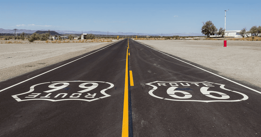 Old Route 66 near Amboy, CA   © Dietmar Rabich/Wikicommons