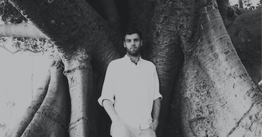 Josh Edwards performs as Blanco White   © Sequoia Ziff