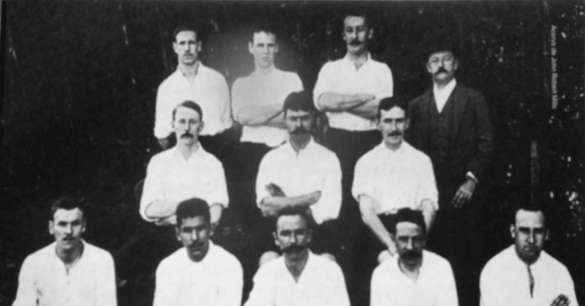 São Paulo Athletic Club, Charles Miller pictured in the center of the front row | © Centro Britânico Brasileiro / Wikimedia Commons