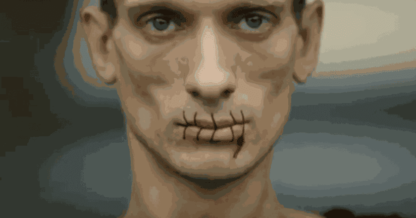 Stitch,Pyotr Pavlensky (screenshot)| ©ODN:Pussy Riot protest: Russian artist sews his mouth together in support