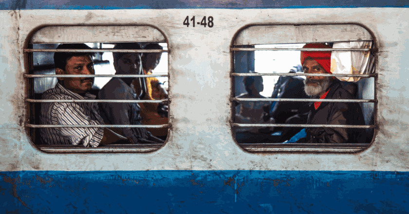 The trains regularly take five times the amount of people they have capacity for | © Souleyman Messalti