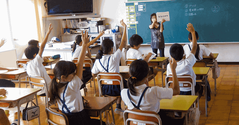 Japanese teacher and her 6th grade class   © JoshBerglund19 / Flickr, image cropped