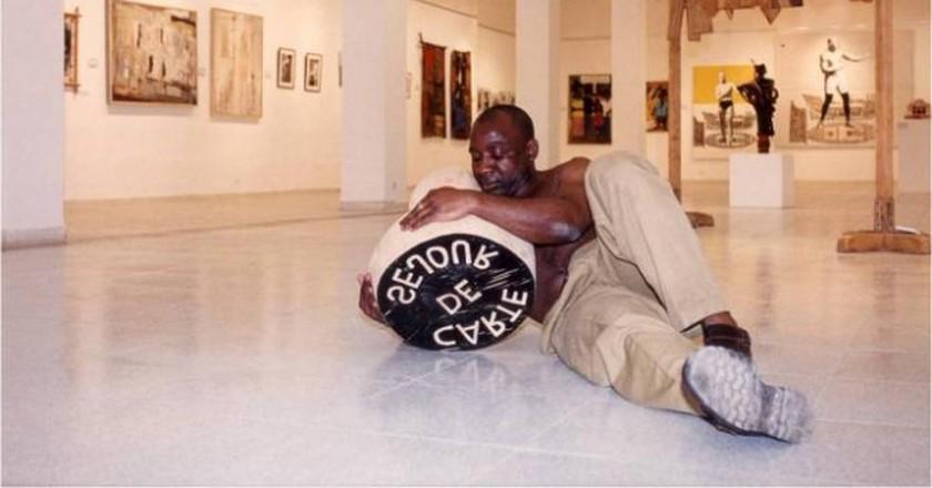 Barthélémy Togou, Carte de Séjour, Performance, Dak'Art 1998 | © Dak'Art Biennale
