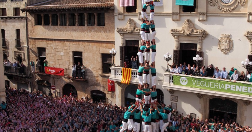 Catalonia's Human Towers : The Art Of Castells