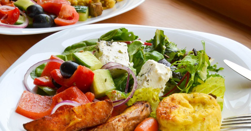 Salad and potatoes  |  © Marco Verch/Flickr