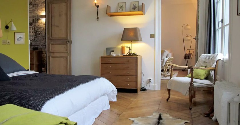 8 incredible places to stay on airbnb in le marais. Black Bedroom Furniture Sets. Home Design Ideas