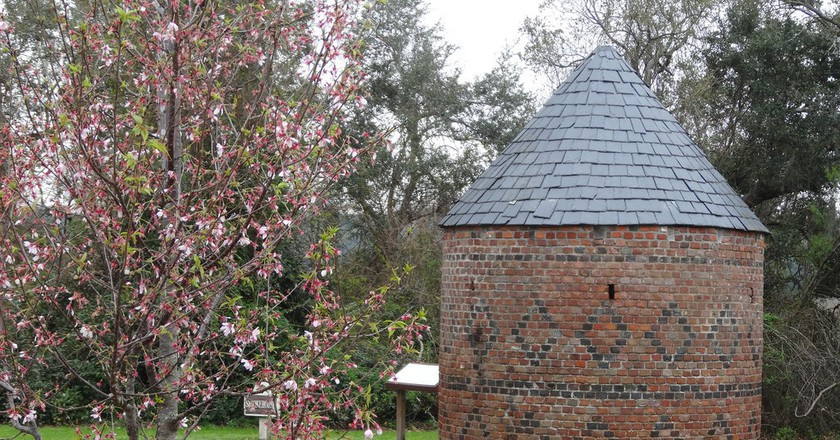 1750 round Smoke House on Boone Hall Planation Mount Pleasant South Carolina © denisbin/Flickr