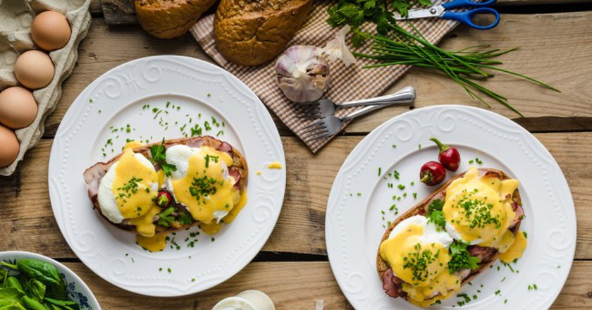 Eggs Benedict with little salad, milk and fresh herbs © Stepanek Photography / Shutterstock