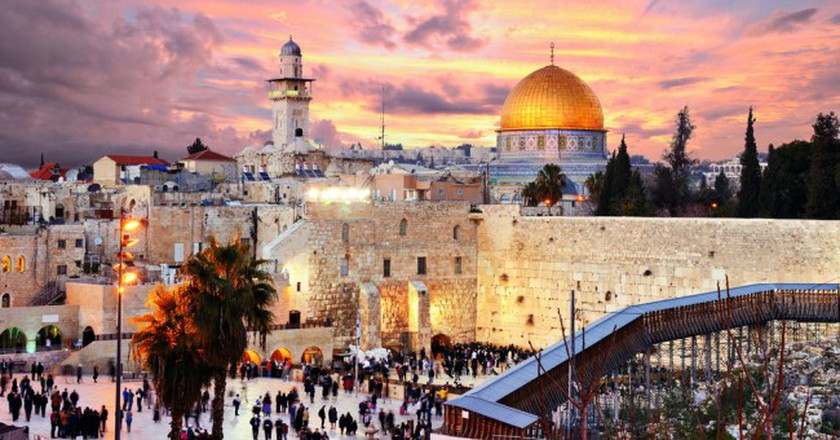 Skyline of the Old City at he Western Wall and Temple Mount in Jerusalem, Israel I © Sean Pavone/Shutterstock