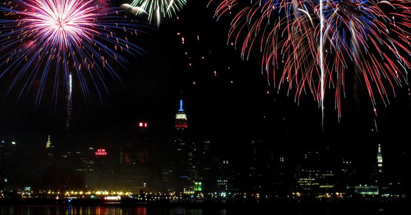 "<a href=""https://www.flickr.com/photos/38298697@N05/4766773394/"" target=""_blank"" rel=""noopener noreferrer"">Macy's Fireworks | © mamojo / Flickr</a>"