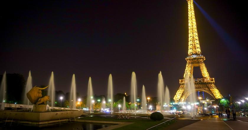 Eiffel Tower at night | © brando.n/Flickr