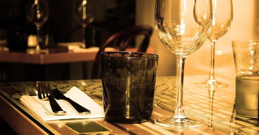 Restaurant Table. PublicDomainPictures (c) | Pixabay