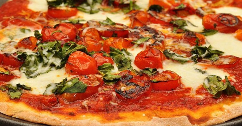 Fresh pizza   © jeffreyw/WikiCommons