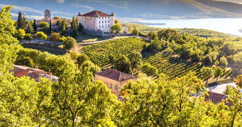 Aiguines Village and it's renaissance chateau   © ZM_Photo/Shutterstock