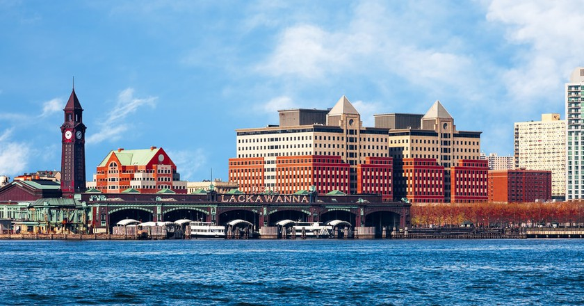 New Jersey waterfront and skyline viewed from the Hudson River | © cdrin/Shutterstock
