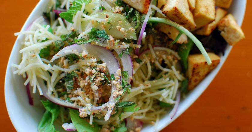 Vietnamese Salad with Grilled Tofu | © Craig Dugas/Flickr