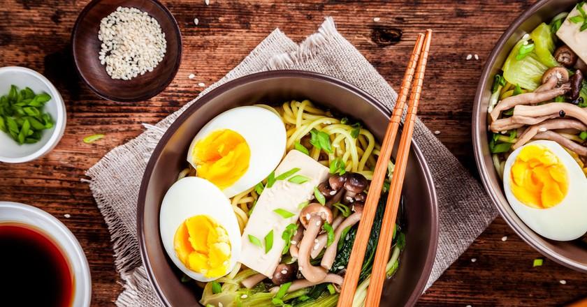 Asian miso ramen noodles with eggs, tofu and shimeji mushrooms ©Ekaterina Kondratova / Shutterstock