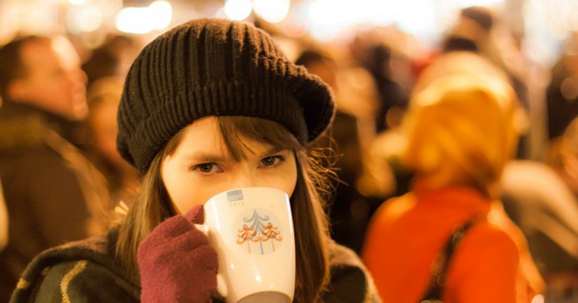 An Irish Girl at the Christmas Market | © Mike Kniec/Flickr