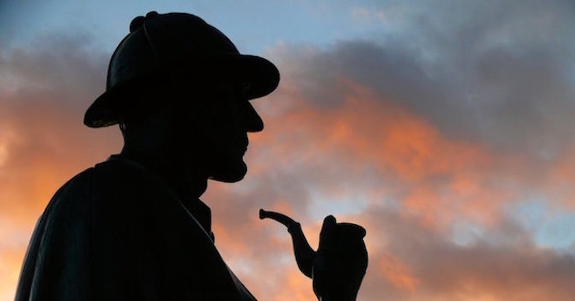 Evening silhouette of Sherlock Holmes's statue at Baker street, his real-life address in his fictional world|© dynamosquito/Flickr