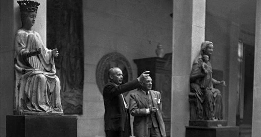 Stanisław Lorentz guides Pablo Picasso through the National Museum in Warsaw in Poland | © Sarah Wilson/WikiCommons