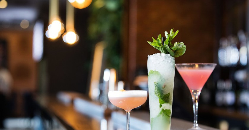 Pretty drinks on a bar | © Malmaison Hotels / Flickr
