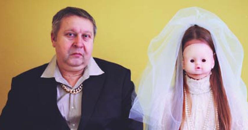 Desperate Romantics | Uldus Bakhtiozina Confronts Russian Stereotypes
