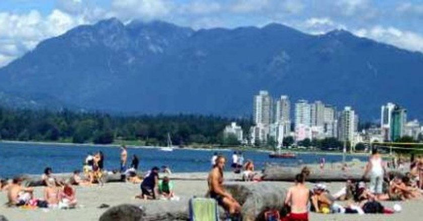 The Top 7 Things To Do and See in Kits Beach, Vancouver