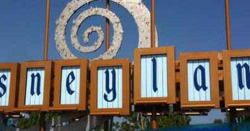 Disneyland Watering Holes, Best Places For A Drink Near The Park