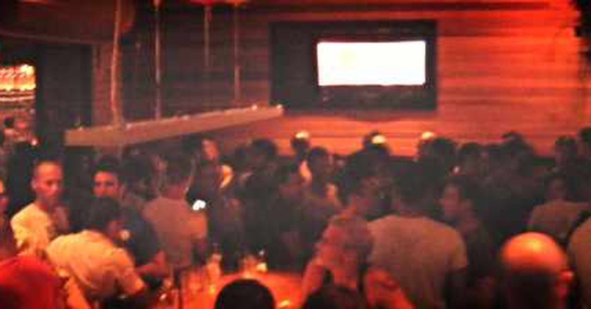 Chicago's Best LGBT Bars To Get Your Groove On