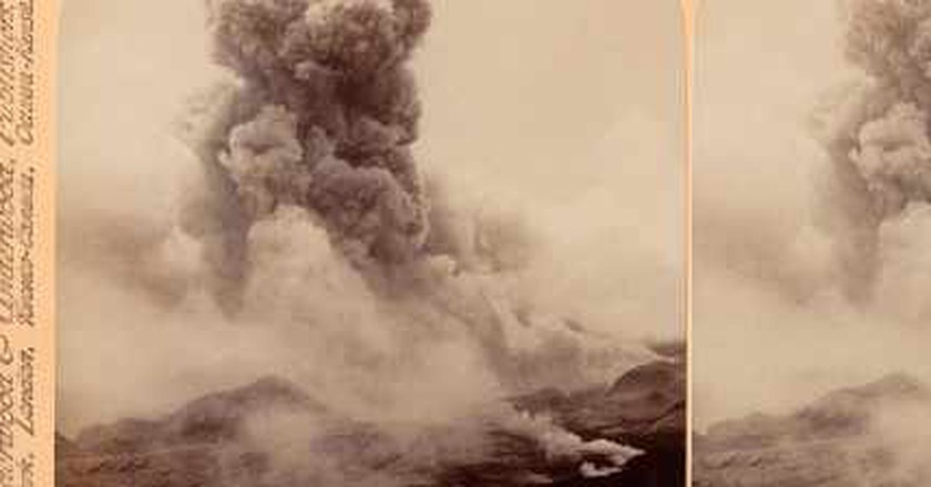 A terrible volcanic explosion - Mont Pelée in eruption, June 5, 1902, Martinique | © Boston Public Library/Flickr