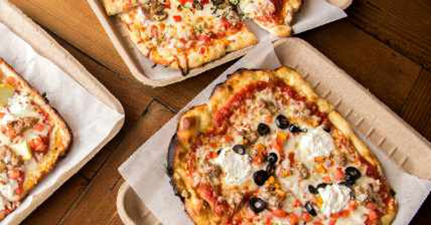 A Look At Zoom Pizza Factory In Lincoln Park, Chicago