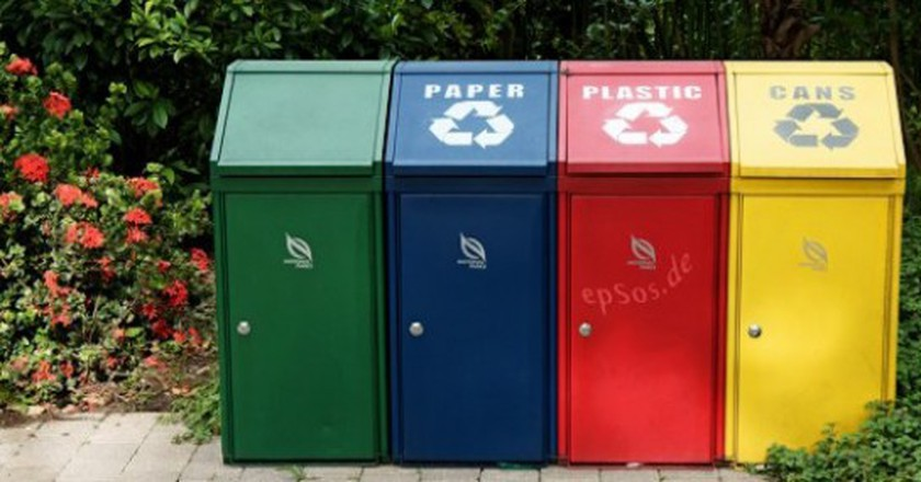 Trash Recycling with Disposal Containers | © epSos .de/Flickr